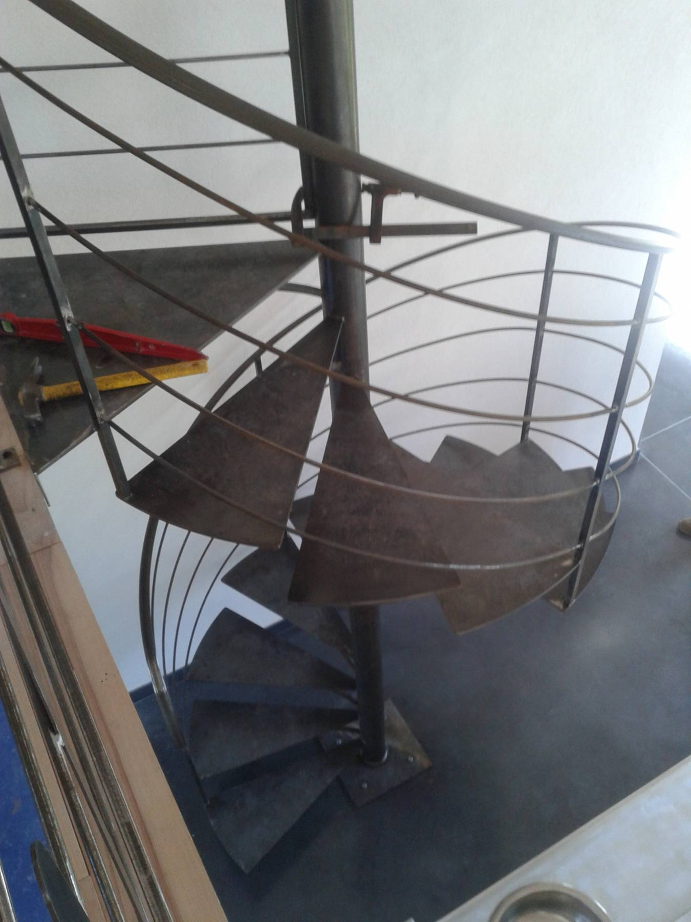 Fabrication sur mesure dun escalier en acier colimaçon et so