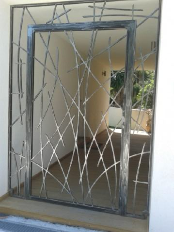 fabrication sur mesure grille de d fense contemporaine. Black Bedroom Furniture Sets. Home Design Ideas