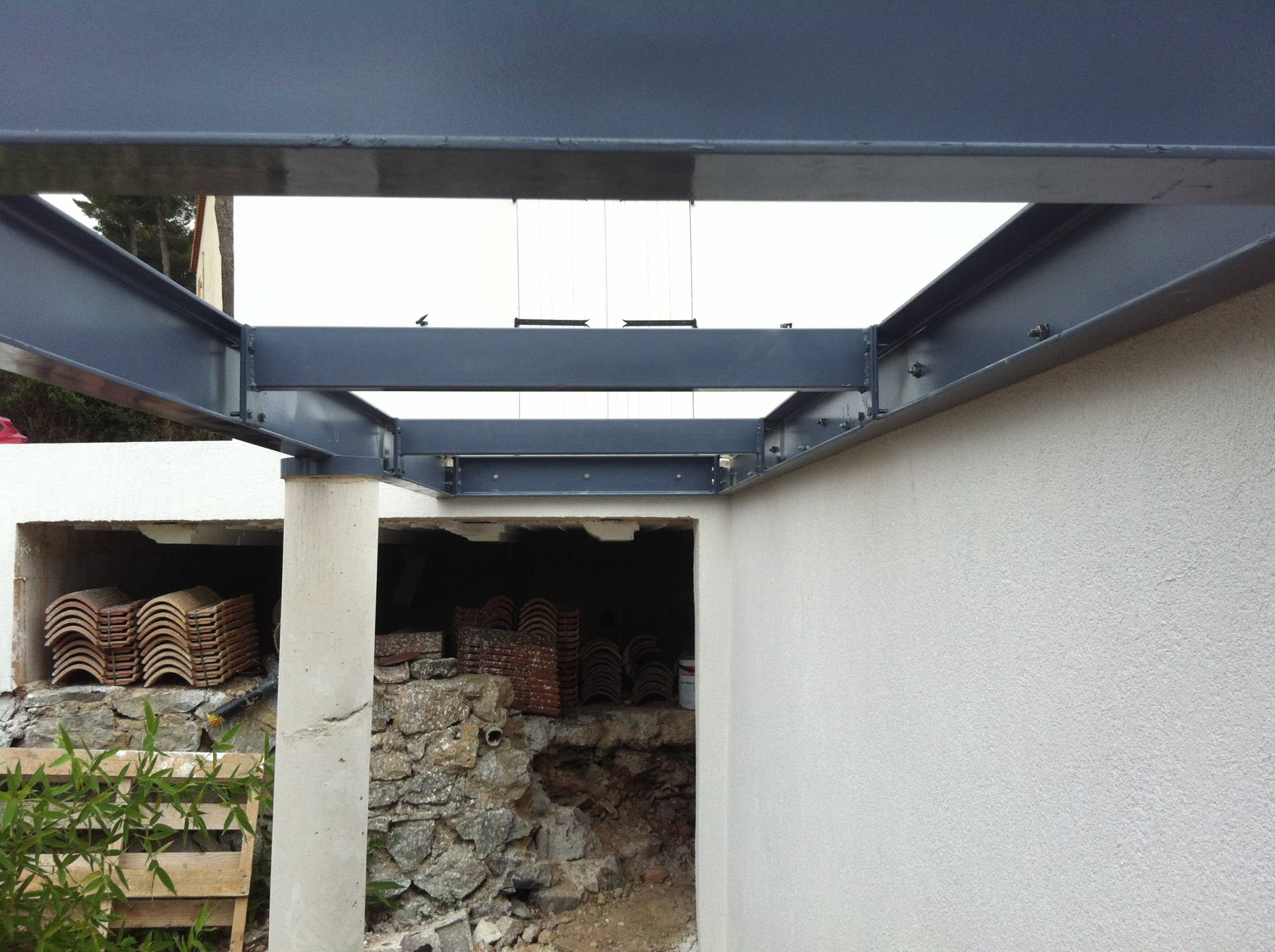 structure acier pour support terrasse ferronnerie hy res var la ferronhyeres. Black Bedroom Furniture Sets. Home Design Ideas