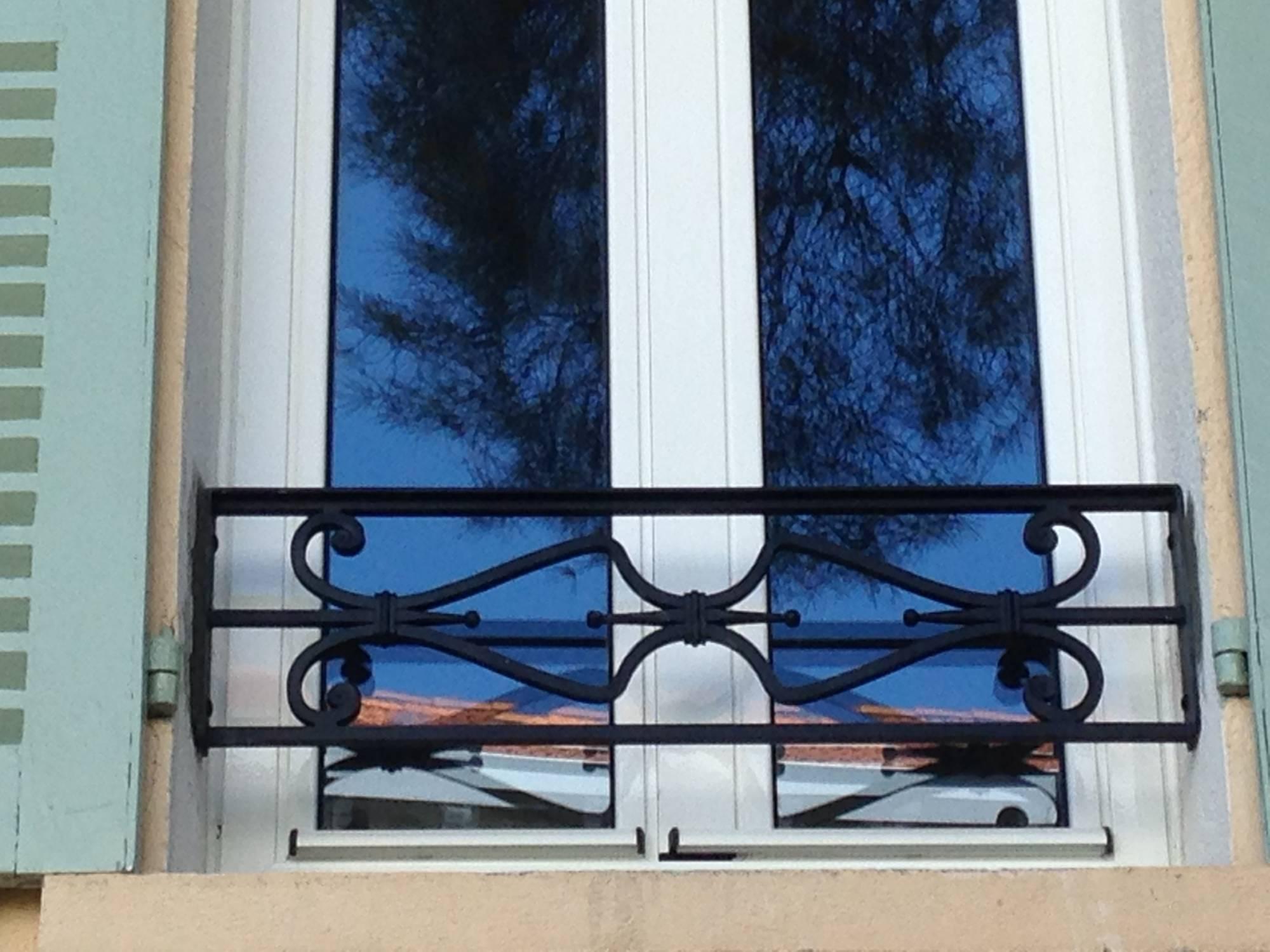 appuis de fen tre ferronnerie hy res var la ferronhyeres. Black Bedroom Furniture Sets. Home Design Ideas