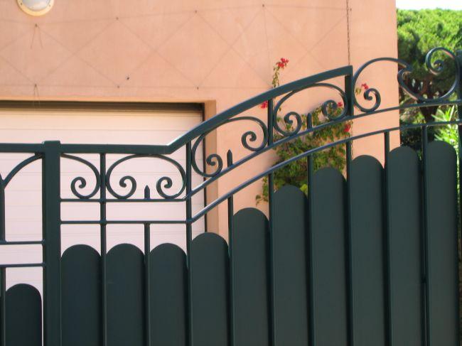 Fabrication sur mesure d 39 un portail fer forg mod le - Barriere de terrasse en fer ...