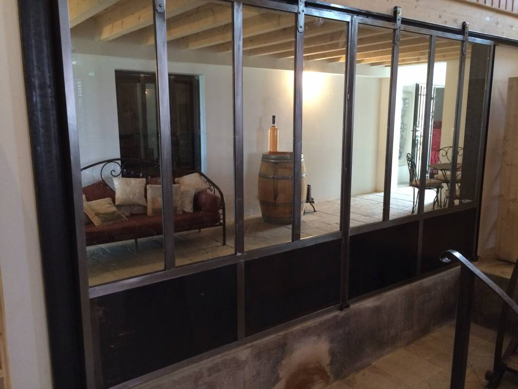 Porte coulissante style atelier mod le keira ferronnerie hy res var la ferronhyeres for Porte en fer atelier