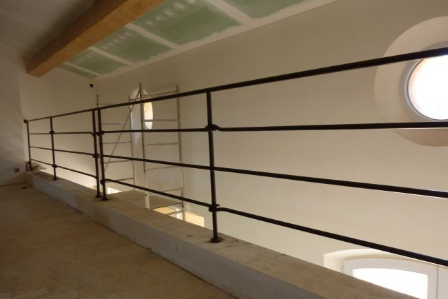 r alisation de pergolas et garde corps en fer forg dans le var la ferronhyeres. Black Bedroom Furniture Sets. Home Design Ideas