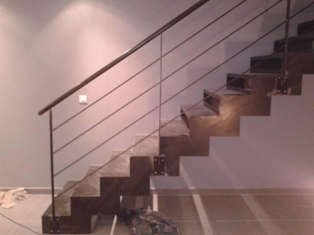 escalier droit en acier style industriel et son garde corps ferronnerie hy res var la. Black Bedroom Furniture Sets. Home Design Ideas